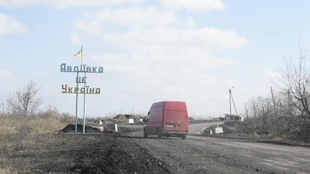 the avdiivka coke plant operates near the frontlines of the war in ukraine. - war stock-videos und b-roll-filmmaterial