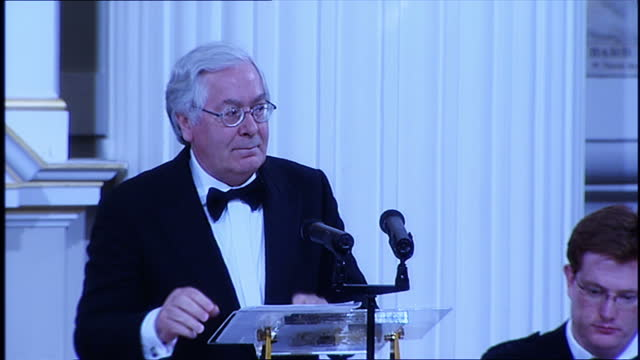 the bank bailout was unfair on workersthat was the surprising message from the govenor of the bank of england mervyn king was addressing the trades... - 緊急援助点の映像素材/bロール