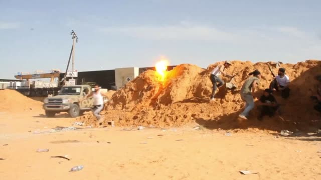 stockvideo's en b-roll-footage met the battle for libya's capital intensifies as the un security council prepares to meet to discuss the crisis gripping the north african country where... - libië