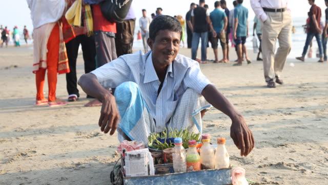 vídeos y material grabado en eventos de stock de the beach of cox's bazar at the bay of bengal in bangladesh - bangladesh