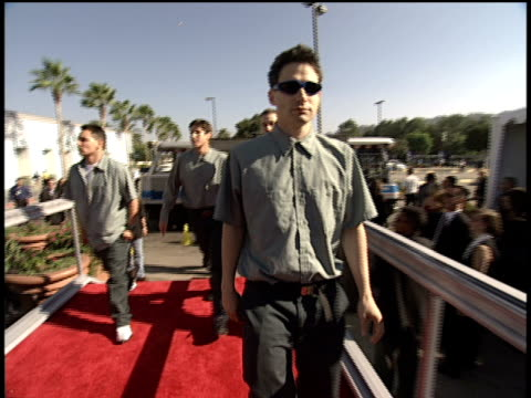 the beastie boys and mix master mike arrive at the 1998 mtv video music awards - mtv1 stock-videos und b-roll-filmmaterial