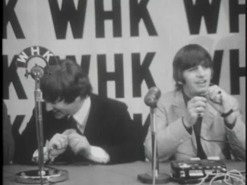 vídeos y material grabado en eventos de stock de the beatles interview with reporters after their return to los angeles in 1964. - 1964