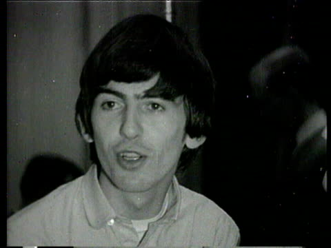 vídeos de stock e filmes b-roll de the beatles interviewed about what they'll be doing at christmas / john lennon and george harrison joke around / harrison wishes fans a happy... - celebridade