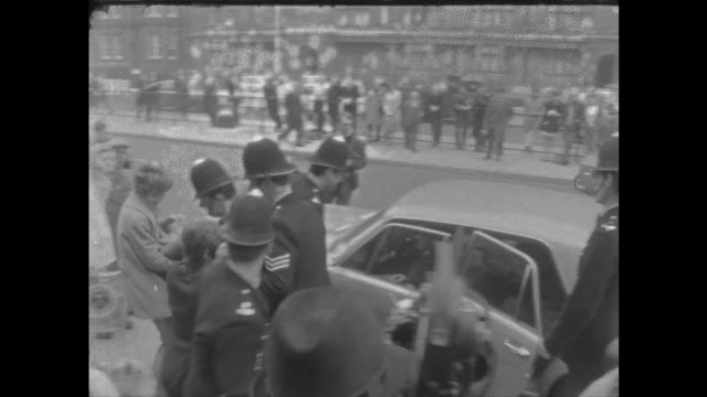 john lennon and yoko ono at court; england: london: marylebone: ext tms john lennon and yoko ono out of car and along r-l thro' press: neg: 16mm: itn... - the beatles stock videos & royalty-free footage