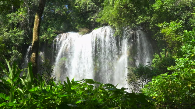the beauty of cuban nature: 'el nicho' waterfalls in the escambray mountains - parque natural stock videos and b-roll footage