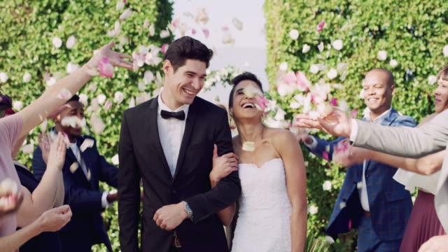 vídeos de stock, filmes e b-roll de o início da felicidade eterna - bride