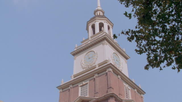 the bell tower adorns independence hall. - independence hall stock videos & royalty-free footage