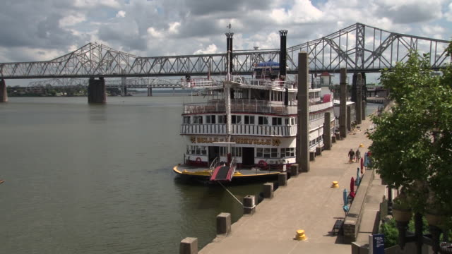 The Belle Of Louisville - Mississippi River Steamboat