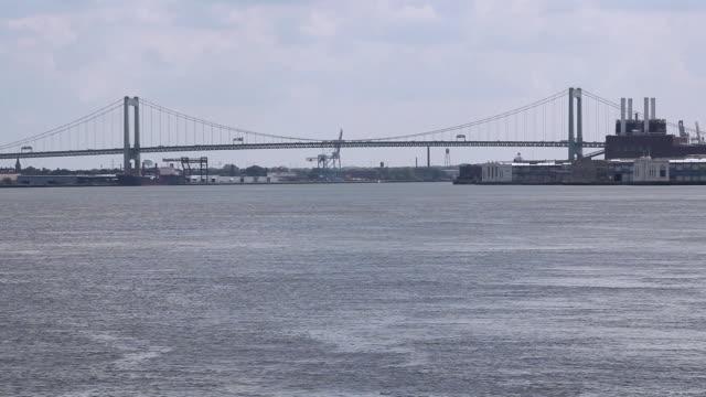 WS The Ben Franklin Bridge spanning the Delaware River / Philadelphia, Pennsylvania, United States