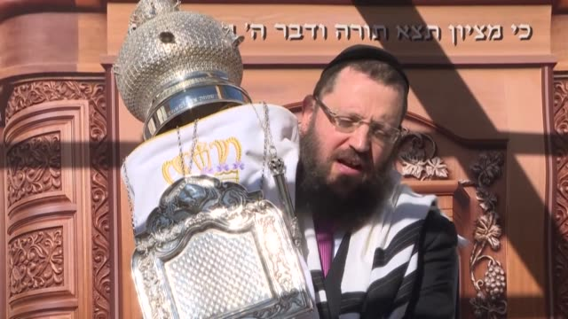 the berlin rabbi solemnly inaugurates an open-air synagogue to enable the jewish community in berlin to celebrate the jewish new year while at the... - rosh hashanah stock videos & royalty-free footage