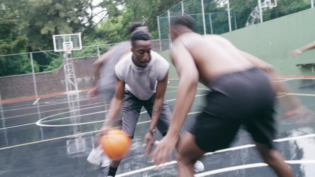 Os melhores dias são gastos em uma quadra de basquete