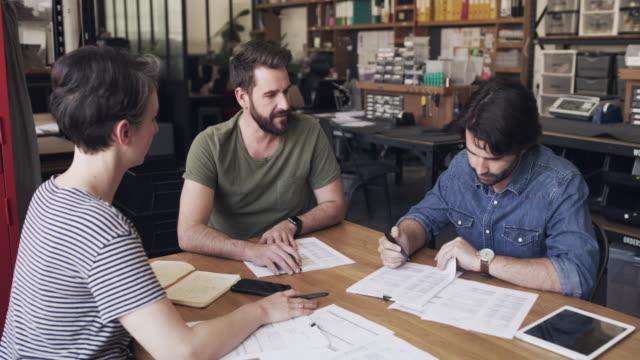 vidéos et rushes de les meilleurs esprits dans l'entreprise - atelier d'artisan