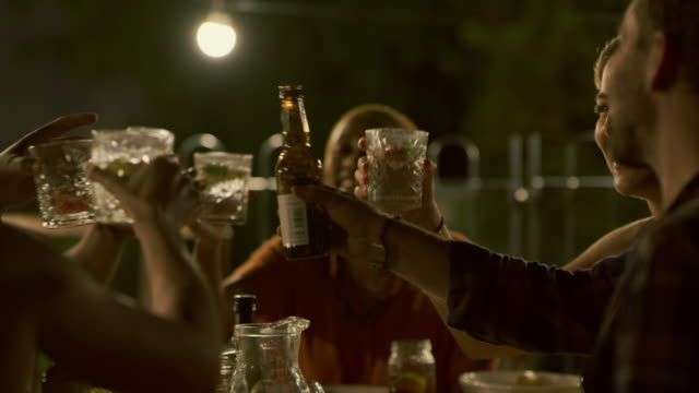 vídeos de stock e filmes b-roll de the best of times with the best of people - beer alcohol