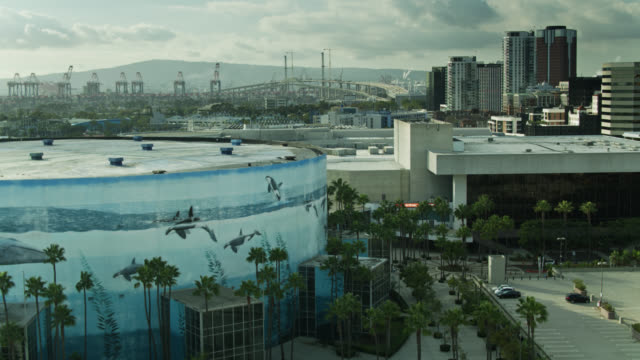stockvideo's en b-roll-footage met the beverly o'neill theater and long beach convention center - aerial - long beach californië