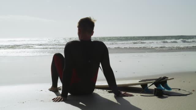 大きな青い海はとても美しい - hobbies点の映像素材/bロール