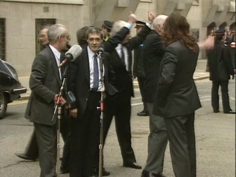 the 'birmingham six' speak to the crowds outside the old bailey having had their convictions for carrying out the birmingham bombings overturned and... - 無罪点の映像素材/bロール