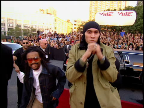 the black eyed peas arriving to 2001 mtv mtv video music awards red carpet - black eyed peas stock videos & royalty-free footage