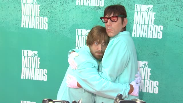 the black keys at 2012 mtv movie awards - arrivals at gibson amphitheatre on june 03, 2012 in universal city, california - gibson amphitheatre stock-videos und b-roll-filmmaterial