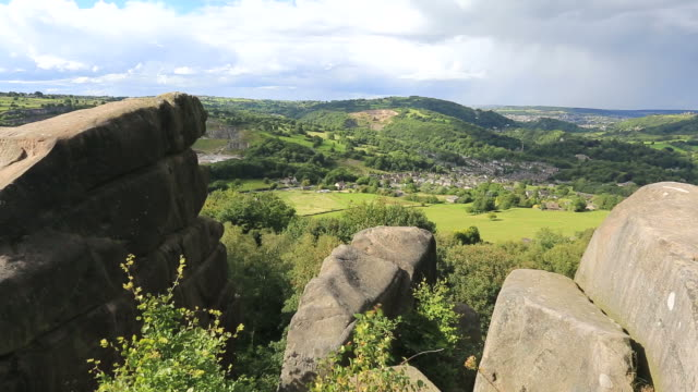 vidéos et rushes de the black rocks, cromford village, peak district national park, derbyshire, england, uk - outcrop