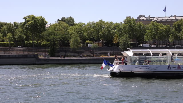 the boat travels along the seine, in the centre of the capital city, on july 21, 2020 in paris, france. batobus and bateaux parisiens shuttles... - ausflugsboot stock-videos und b-roll-filmmaterial