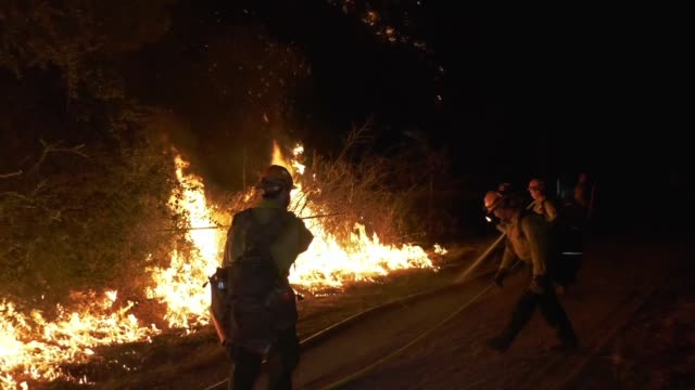 vídeos de stock e filmes b-roll de the bobcat fire grew to 33 312 acres with 6% containment on september 13 2020 crews conducted strategic firing operations in the south as the fire... - setembro