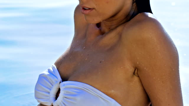 vídeos de stock e filmes b-roll de the body to beat all summer bodies - cabelo molhado