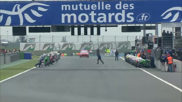 the bol d'or - 24 hours endurance motorcycle race at the circuit de nevers magny-cours on april 20, 2013 in nevers, france. - ヌヴェール点の映像素材/bロール