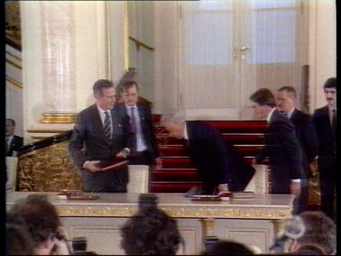 The Boris Yeltsin collection Yeltsin and Bush sign Start II Treaty Moscow