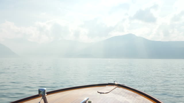the bow of a classic luxury wooden runabout boat on an italian lake. - 唯一点の映像素材/bロール