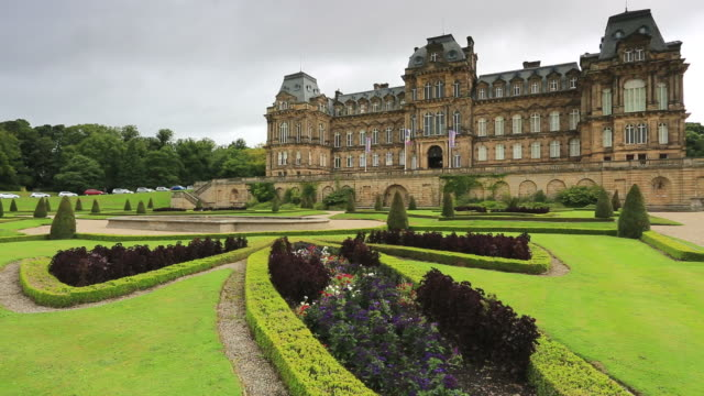 the bowes museum, barnard castle town, county durham, england, uk - durham england stock-videos und b-roll-filmmaterial