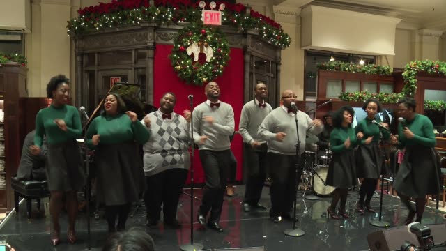performance – the boys' and girls' choir of harlem alumni at brooks brothers celebrates the holidays with st jude children's research hospital at... - künstlerische darbietungen stock-videos und b-roll-filmmaterial