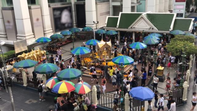 梵天輝きを見つけるラッチャプラソーン バンコク、タイ - エラワン聖堂点の映像素材/bロール
