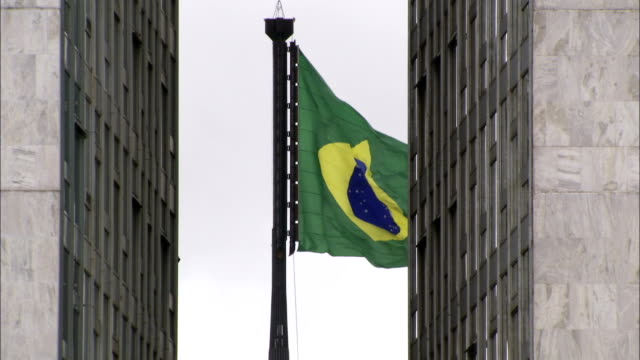 the brazilian flag flies between the two towers of brasilia's national congress building. available in hd. - national flag stock videos & royalty-free footage