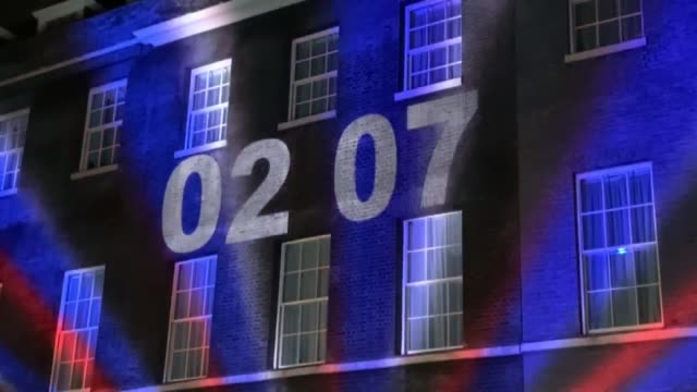 the brexit countdown clock is projected onto number 10 downing street on january 31, 2020 in london, united kingdom. at 11.00pm on friday 31st... - brexit stock videos & royalty-free footage