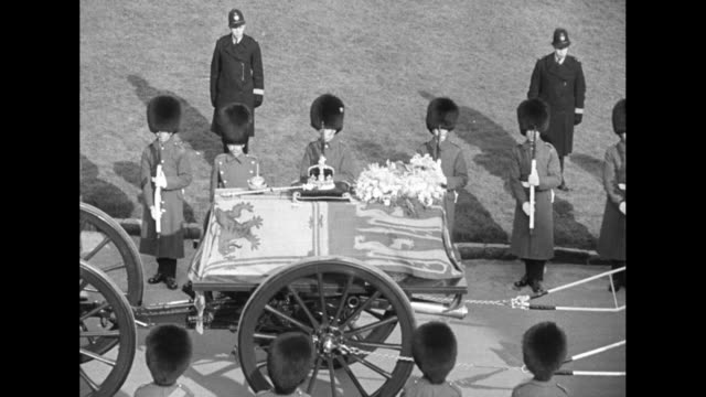 the british flag flies at half mast over a tower of windsor castle / the funeral cortege slowly proceeds at windsor / cu midaged bespectacled woman /... - 1952 bildbanksvideor och videomaterial från bakom kulisserna