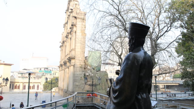 the bronze statue of matteo ricci, s.j. , who was an italian jesuit priest and one of the founding figures of the jesuit china missions, seen from... - 聖ポール天主堂跡点の映像素材/bロール