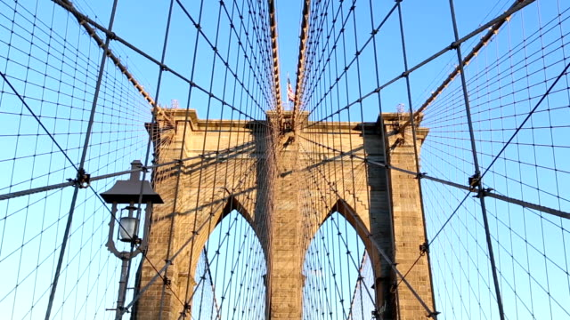 stockvideo's en b-roll-footage met de brooklyn bridge. - voetgangerspad