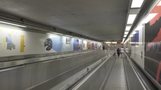 stockvideo's en b-roll-footage met the brussels metro - station