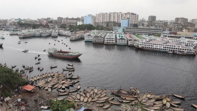 the buriganga river is a tide‐influenced river forming the western and southern boundaries of dhaka city originating from the dhaleshwari river... - dhaka stock-videos und b-roll-filmmaterial