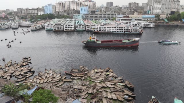 the buriganga river is a tide‐influenced river forming the western and southern boundaries of dhaka city, originating from the dhaleshwari river... - boundary stock videos & royalty-free footage