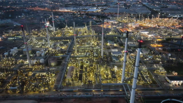 the business of oil refining,   oil and gas industrial at night time ,  wide angle of industrial pipelines of an oil-refinery plant,detail of oil pipeline with valves in large oil refinery. - fossilt bränsle bildbanksvideor och videomaterial från bakom kulisserna