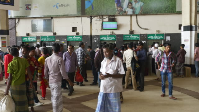 the bustling ticket area of dhaka railway station in bangladesh - dhaka stock-videos und b-roll-filmmaterial