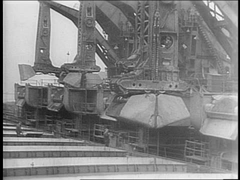 the cairo and tehran conferences call for more gasoline and steel production / in conneaut, ohio, giant hulett electric iron-ore unloader bucket arm... - herunterlassen stock-videos und b-roll-filmmaterial