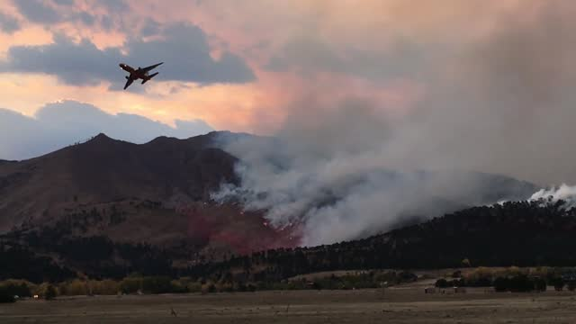 stockvideo's en b-roll-footage met the calwood fire grew to https://bouldercounty.maps.arcgis.com/apps/webappviewer/index.html?id=13ab214fe2bb4da5a850df0ca0f00fc5 8,788 acres on... - https