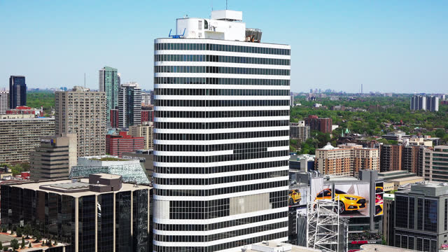 stockvideo's en b-roll-footage met the camera pans right in the urban skyline from one of the towers of the new city hall seen on may 10, 2015; in toronto, ontario, canada. the city... - plaatselijk monument
