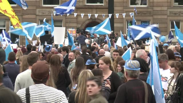 vídeos de stock e filmes b-roll de the campaign for scotlands independence referendum went down to the wire on wednesday ahead of a knife edge vote that will either see scotland break... - escócia