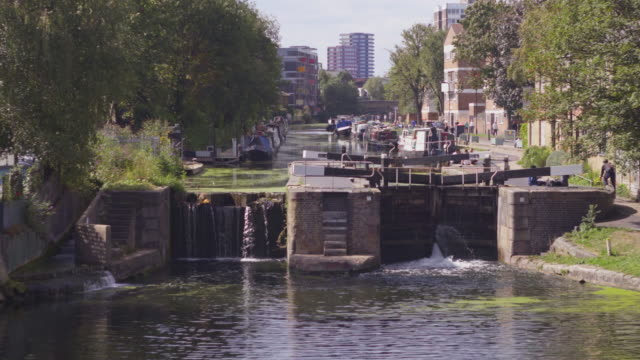 the canal lock at broadway market, london,  from the cat and mutton bridge - canal stock videos & royalty-free footage