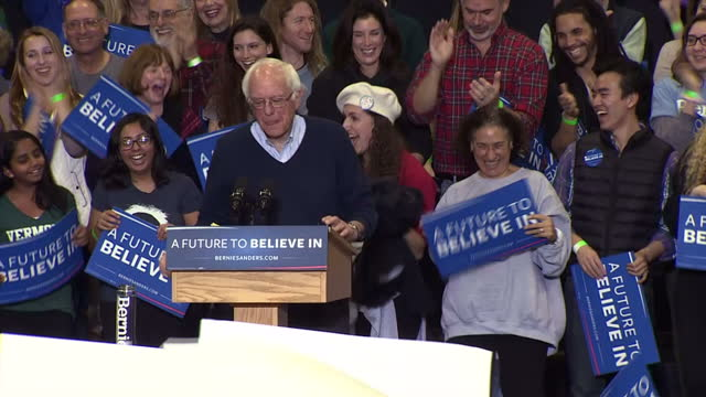 vídeos de stock, filmes e b-roll de the candidates hoping to become the next president of the united states are making a final campaign dash in the state of new hampshire ahead of the... - bernie sanders