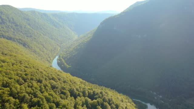 空中 コルパの峡谷 - 谷点の映像素材/bロール