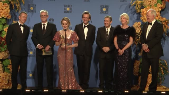 stockvideo's en b-roll-footage met speech the cast and creators of 'the crown' at 74th annual golden globe awards press room at the beverly hilton hotel on january 08 2017 in beverly... - ensemble lid